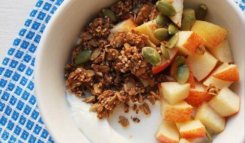 Fruitsalade met pompoenpitten