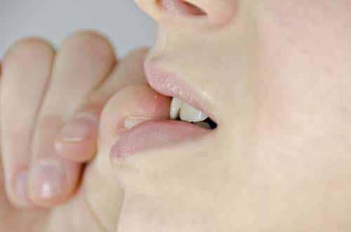 Stoppen met nagelbijten met deze zelfgemaakte middeltjes