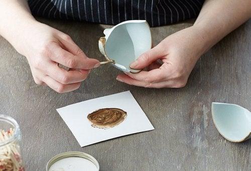 Hoe voer je de herstelwerkzaamheden van het keramiek uit