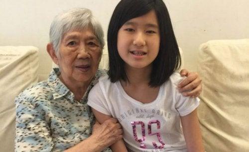 12-jarige ontwikkelt app om met haar oma met Alzheimer te communiceren