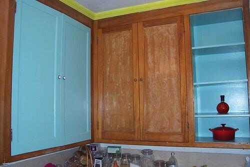 Toepassingen van zeep geverfde keukenkastjes