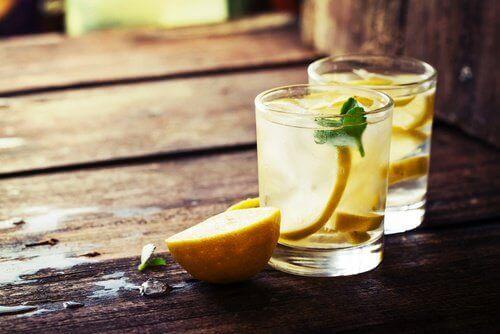 Ontgiften met citroenwater
