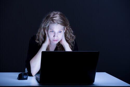 Tiener op het internet