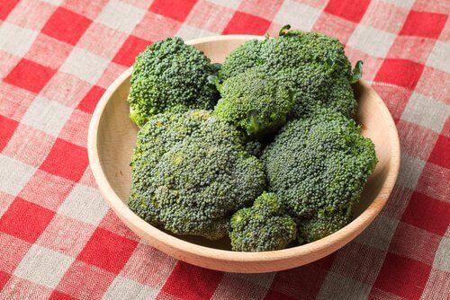 Zes voordelen die broccoli biedt voor je gezondheid