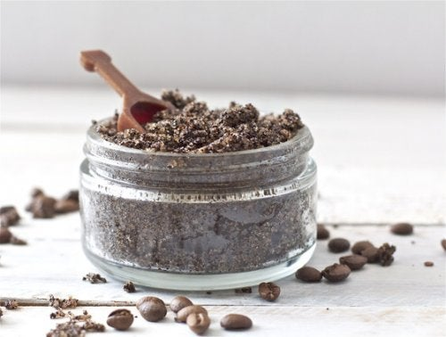 Gemalen koffie en zuiveringszout