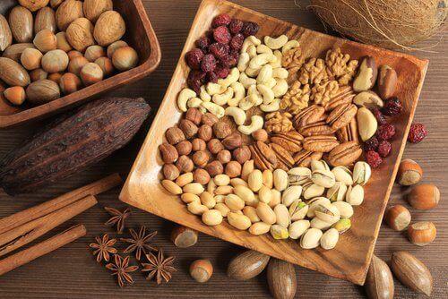 Schalen met noten