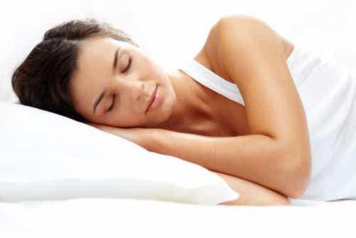6 natuurlijke dranken om beter te kunnen slapen