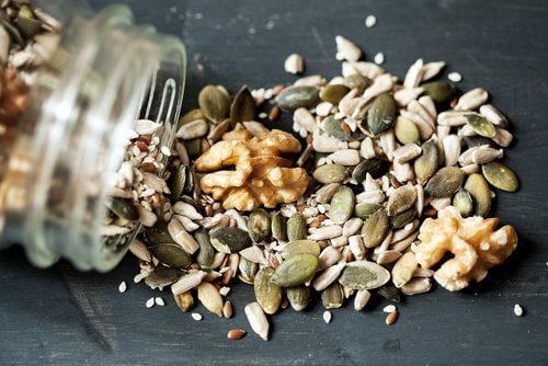 Zaden en noten voor op glutenvrije en lactosevrije crackers