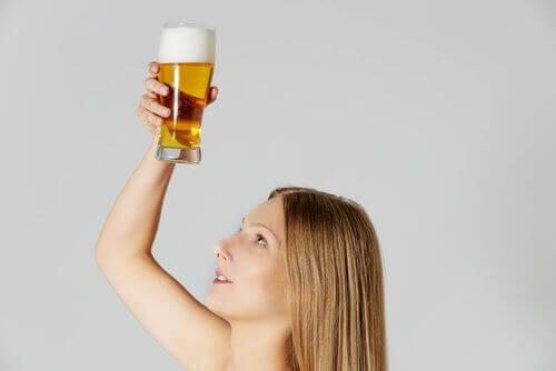 Droog haar behandelen met bier