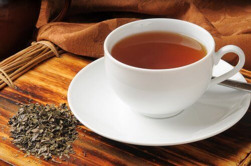 Spijsverteringsproblemen bestrijden met natuurlijke theeën