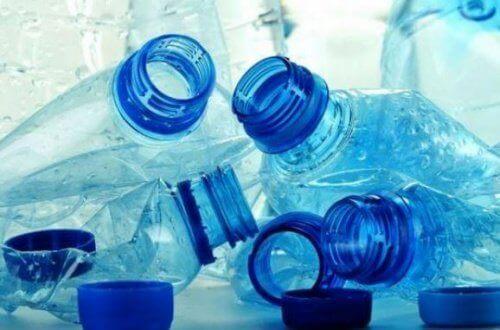 Plastic flesjes kunnen gevaarlijke chemicaliën lekken