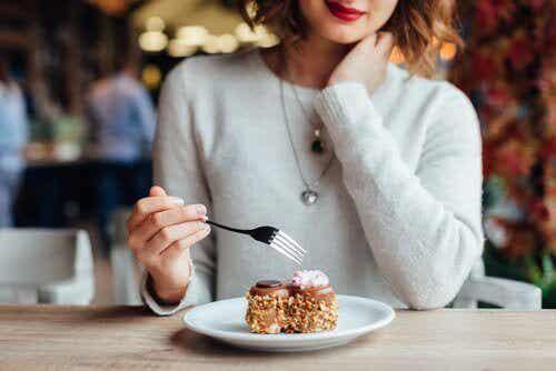 Doe deze 7 dingen niet onmiddellijk na een maaltijd
