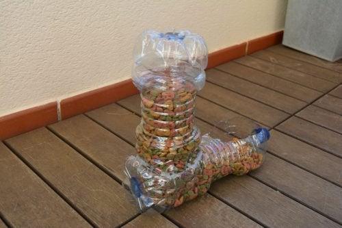 Het recyclen van plastic flessen
