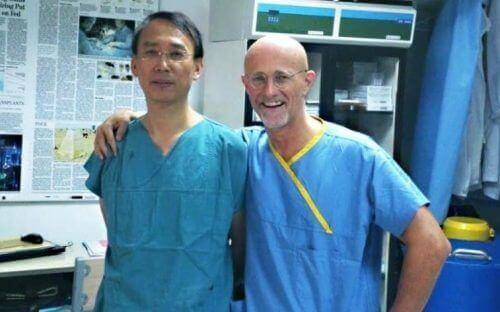Hoofdtransplantatie door chirurgen