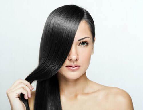 3 tips voor steil haar zonder het te beschadigen