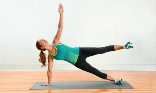 De oefening tegen pijn in de benen