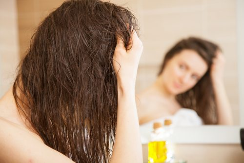 Droog haar behandelen met olijfolie