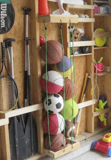 Huis op orde met een ballenrek