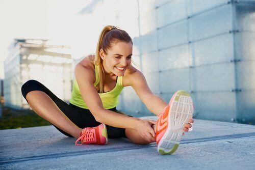 Strekoefeningenom van spierpijn af komen