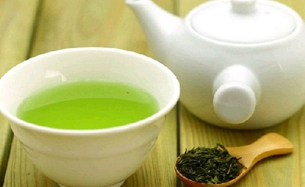 Groene thee zal helpen als je acne van binnenuit behandelen wilt