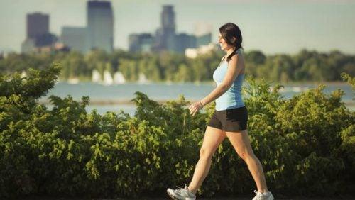 Nekpijn Verminderen door te wandelen