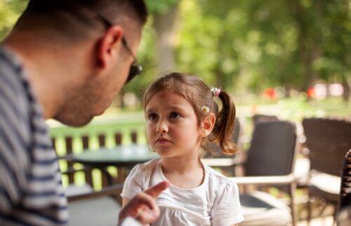 Voed gezonde kinderen op: reageer je frustraties niet op hen af