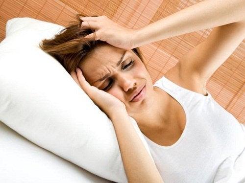 Hoe je hoofdpijn te behandelen is zonder medicatie