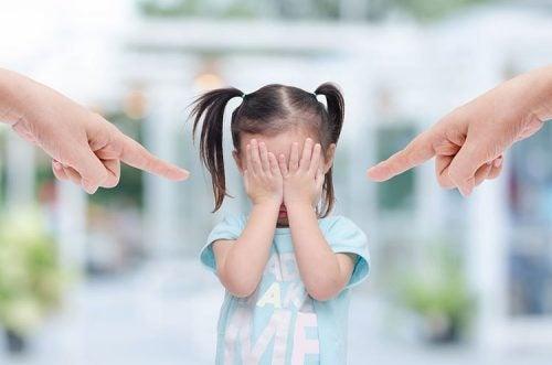 Woede die wordt afgereageerd op een kind