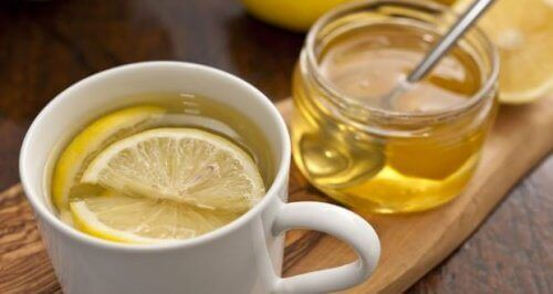 Droge keel en honing en citroen