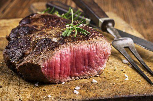 Rood vlees kan de oorzaak zijn van zuurbranden