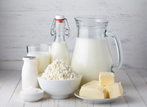 Producten die je kinderen niet bij het ontbijt moet geven zuivelproducten