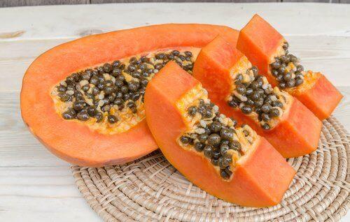 De lever ontgiften met papaja