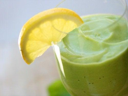 Natuurlijke remedies met avocadoom het lichaam te ontgiften