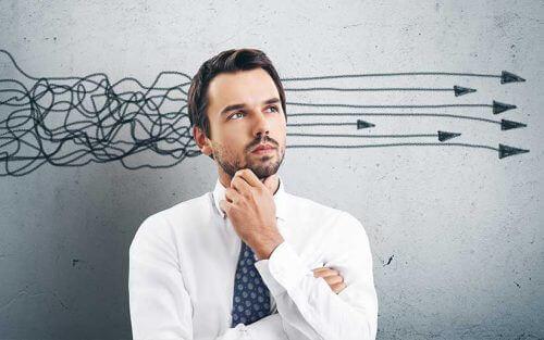 Man Die Zijn Gedachten Weet Te Organiseren En Het Herkauwen Van Gedachten Heeft Afgeleerd