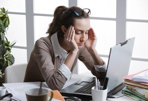 Hoofdpijn te behandelen en computergebruik