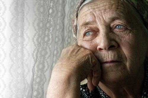 Oudere Vrouw Die Eenzaamheid Uitstraalt