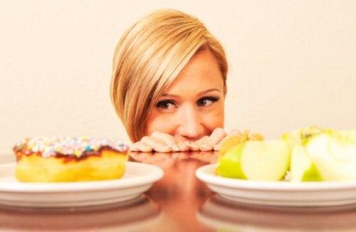Vrouw Die Erg Veel Trek Heeft In Junkfood Als Een Van De Symptomen Van Stress