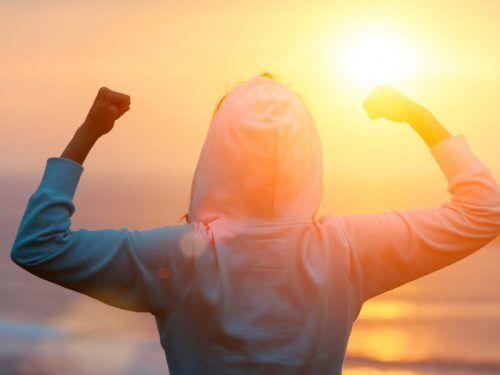 Fitte Vrouw Die Naar Een Zonsondergang Kijkt