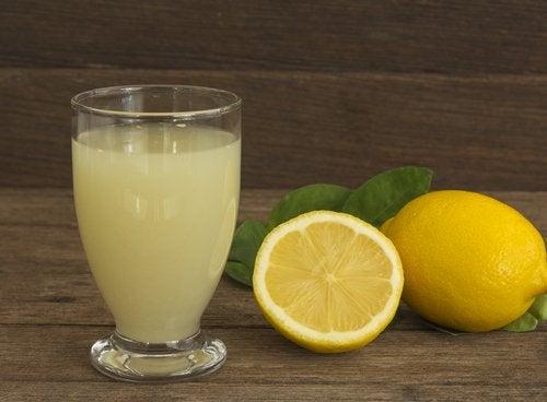 De lever ontgiften met citroenen