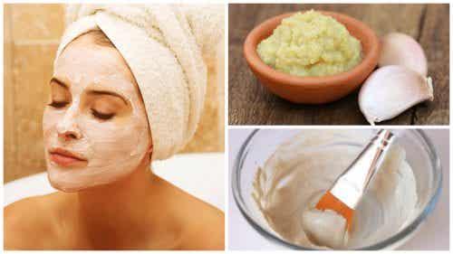 Hoe maak je een ontgiftend knoflookmasker om je huid te verjongen