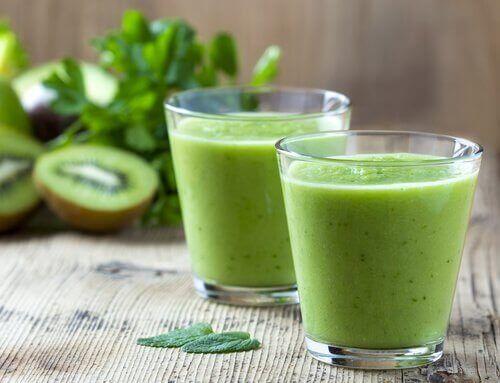 Sap van kiwi, spinazie en kropsla