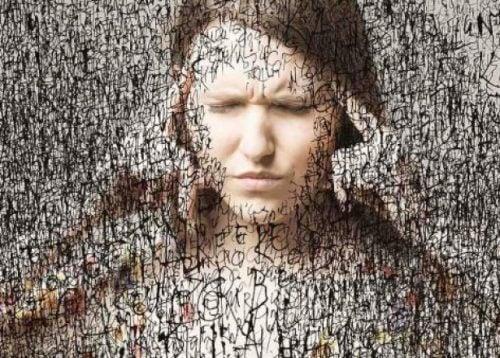 Vrouw Die Haar Oren Dichtdoet Voor Alle Gedachten Die Door Haar Hoofd Gaan