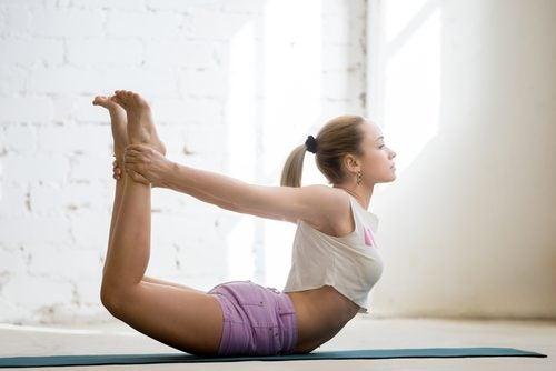 Menstruatiekrampen Tegengaan Met Deze Yogahouding