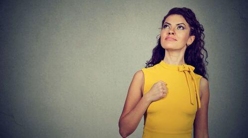Vrouw Die Vertrouwen Heeft In Zichzelf En Niet Toestaat Dat Anderen Haar Een Schuldgevoel Aanpraten