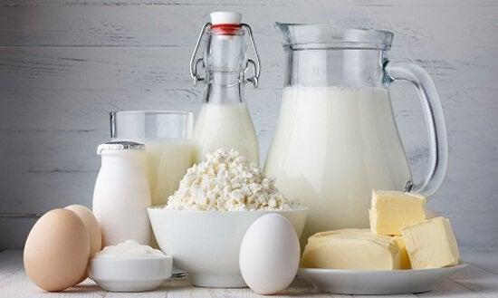 Je tandsteen verwijderen door calciumrijke voedingsmiddelen en dranken te consumeren