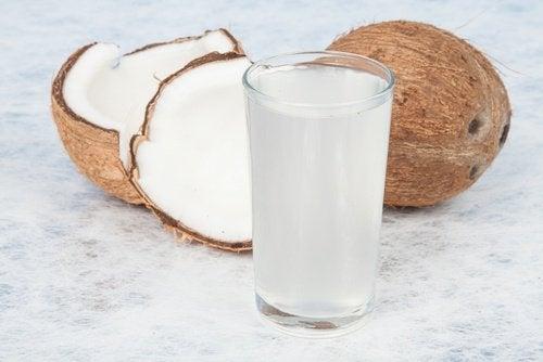 Kokoswater is een van de beste drankjes om vet te verbranden