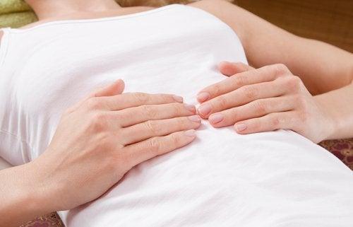 Symptomen van een blindedarmontsteking: pijn
