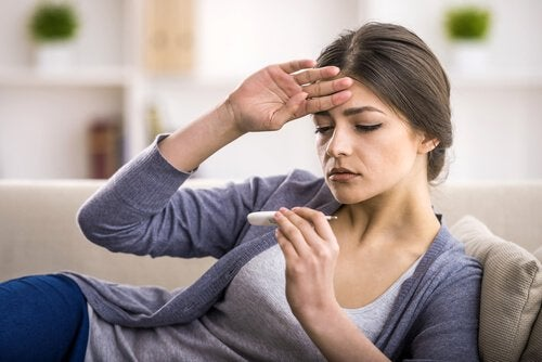 Symptomen van een blindedarmontsteking: koorts