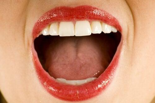 Ontdek wat de oorzaak is van een metaalsmaak in je mond
