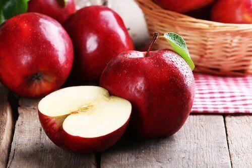 Tandsteen verwijderen met appels